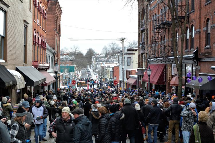 Caroline Street crowd