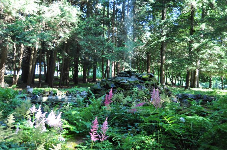 Yaddo gardens area behind pergola