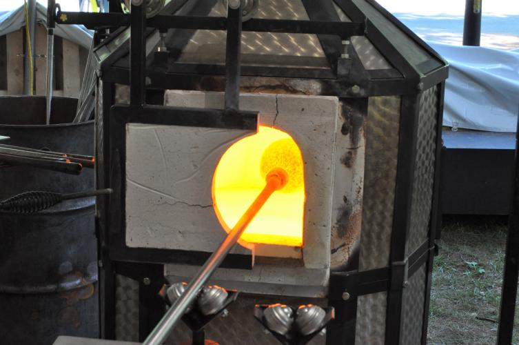 Glass piece inserted into the furnace at the end of the tube