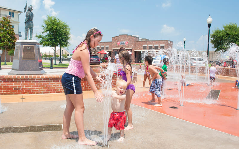 Plaza de Luna splash pad