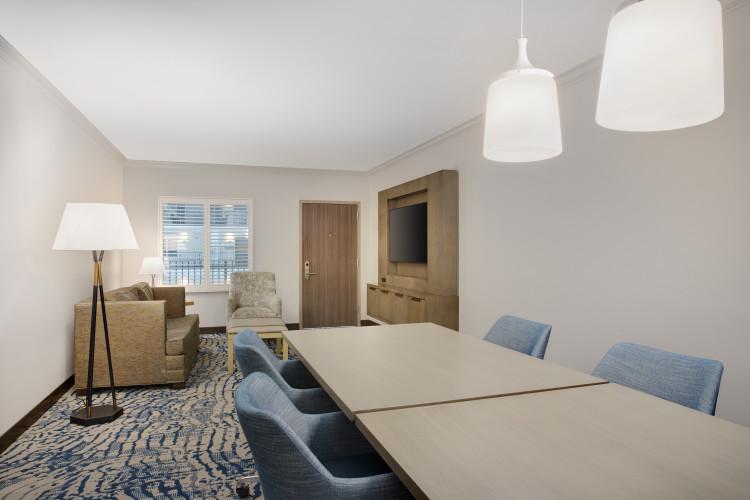 Guestroom - Conference Suite