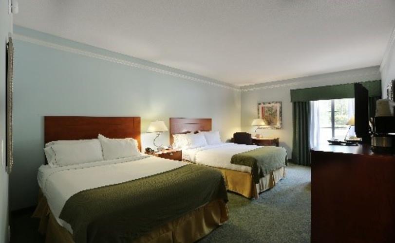 Guestroom - Standard Double - 2 Queens