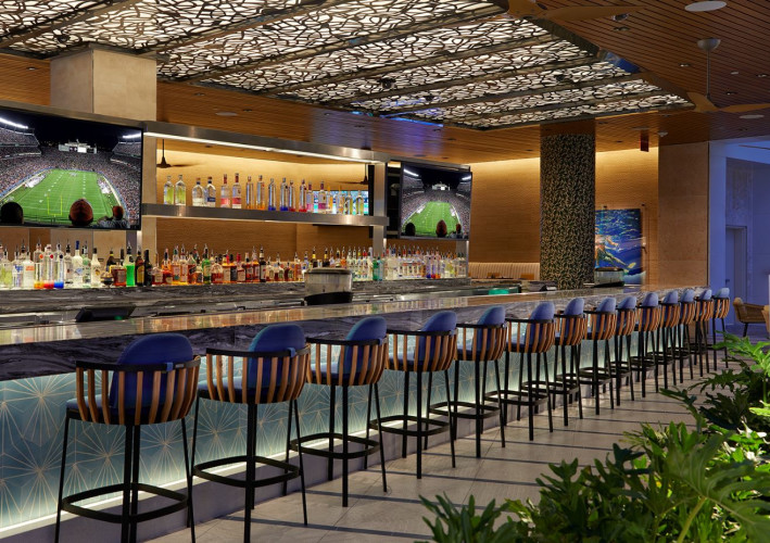 Pool Bar & Grill, Bar