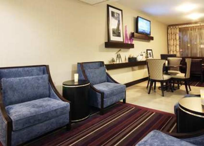 Hotels Tampa Airport Hampton Inn Westshore Lobby.jpg