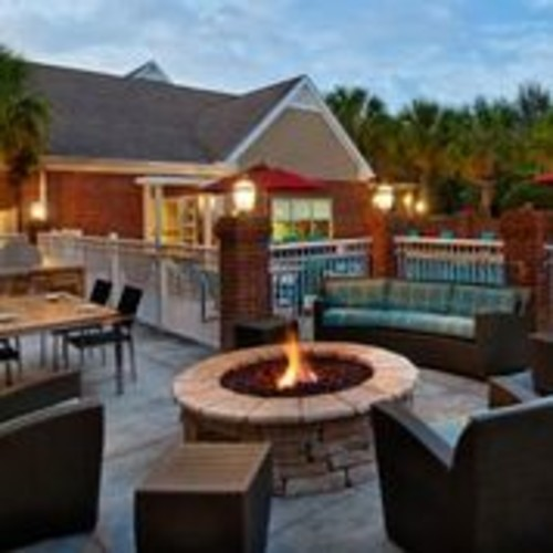 Outdoor Grill & Patio Area