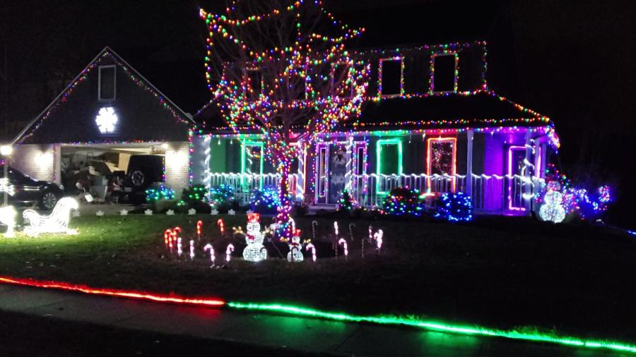 11314 Lyndhurst Ct. Christmas Lights Display in Fort Wayne, Indiana 2019