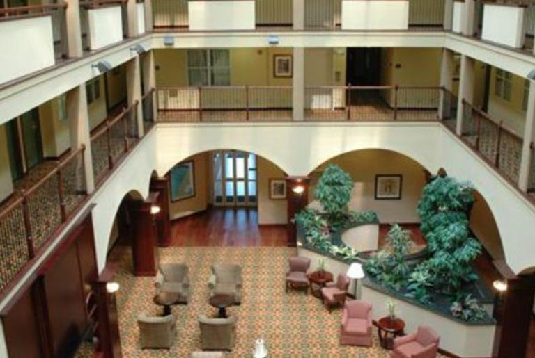 Country Inn & Suites Athens GA hotel atrium