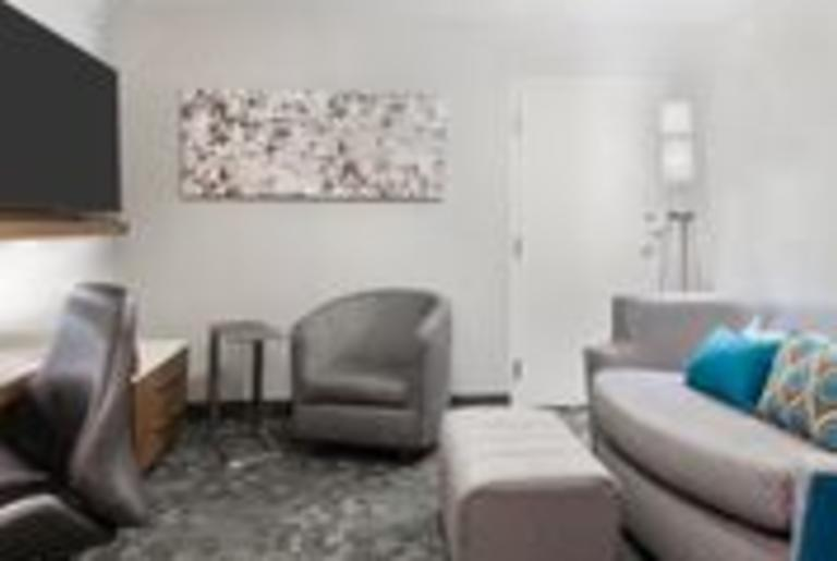 Courtyard by Marriott Suite Living Room