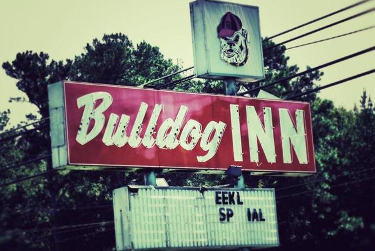 Bulldog Inn Sign