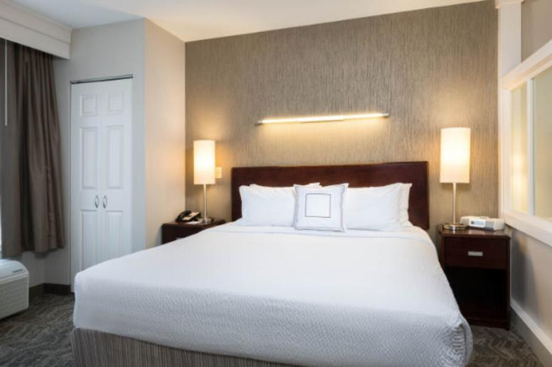 Springhill Suites Fishers King Room