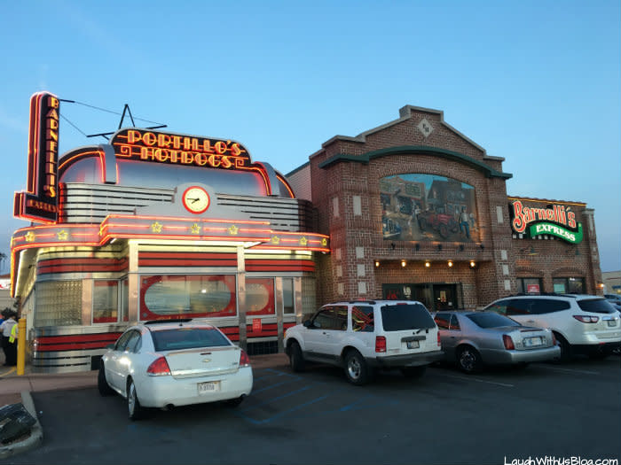 Portillo's Hotdogs Merrillville exterior at night