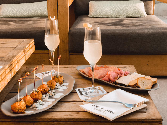 Marriott Irvine Spectrum Hive & Honey food and drinks