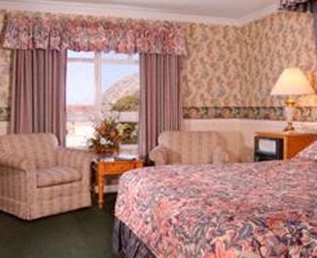 15465_AscotSuites_Room.jpg