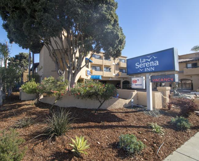La Serena Inn Exterior