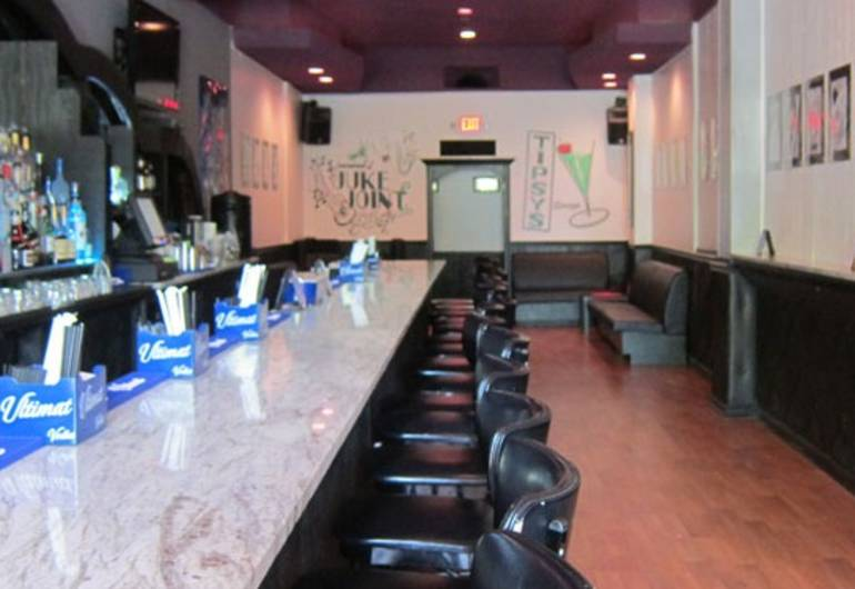 Tipsy's Lounge
