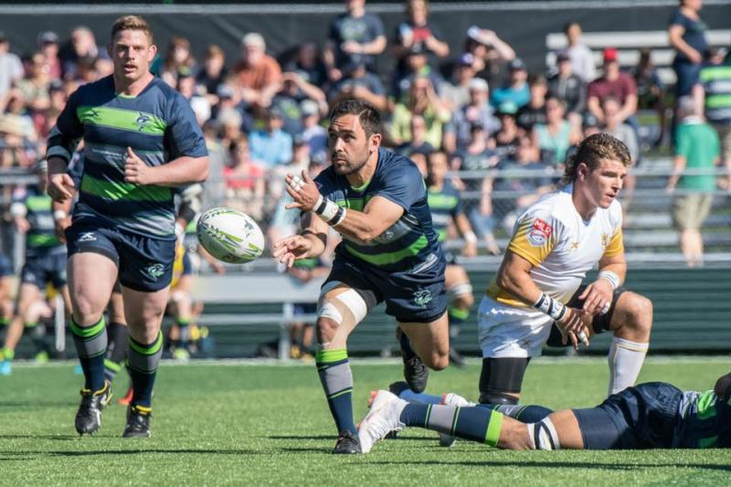 Seawolves rugby player catching ball