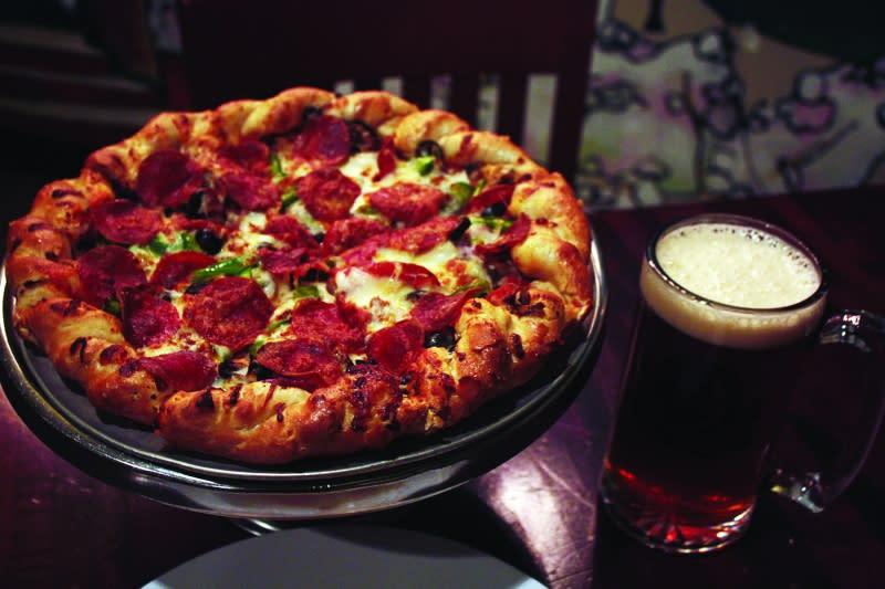 Pizza and beer at Blackhorse Pub