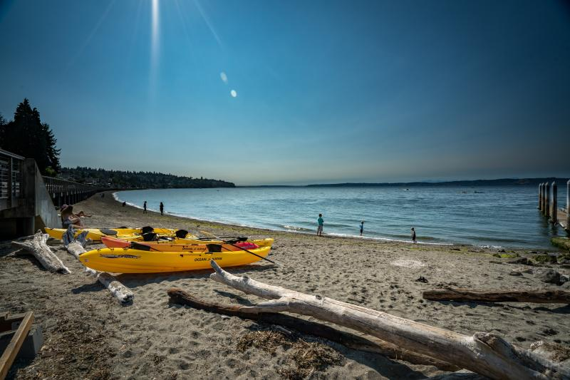 Kayaks sitting on the sand at Redondo Beach on a sunny day