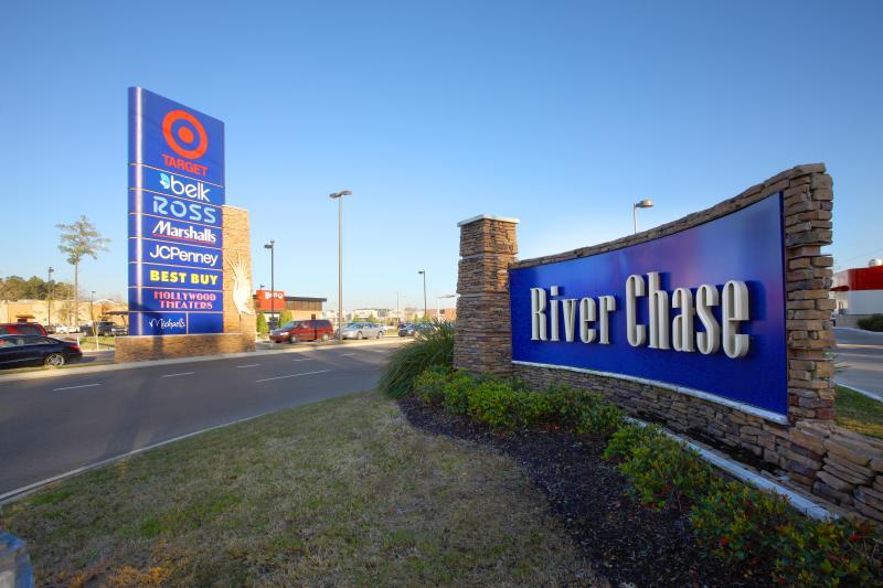 River Chase Shopping, Covington