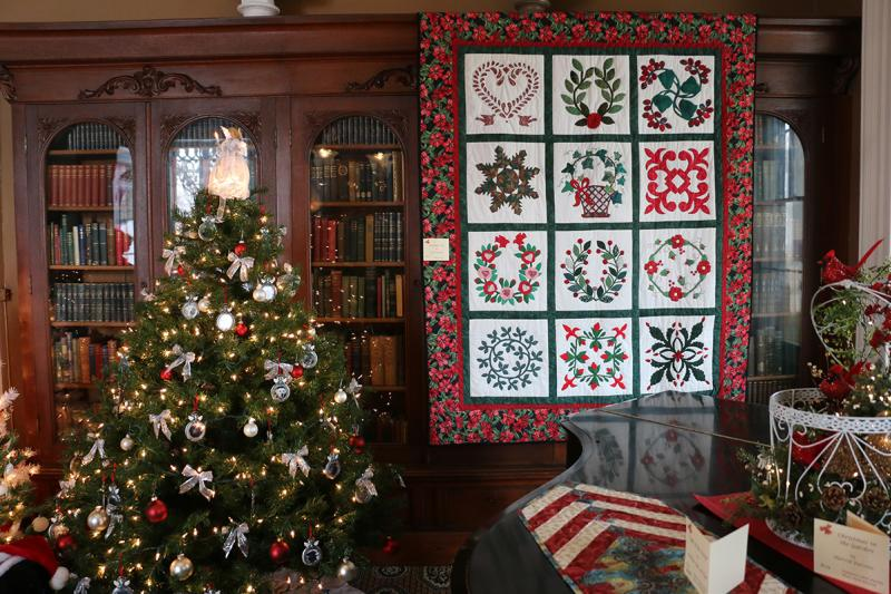 2015-granger-homestead-festival-of-trees-christmas-quilt
