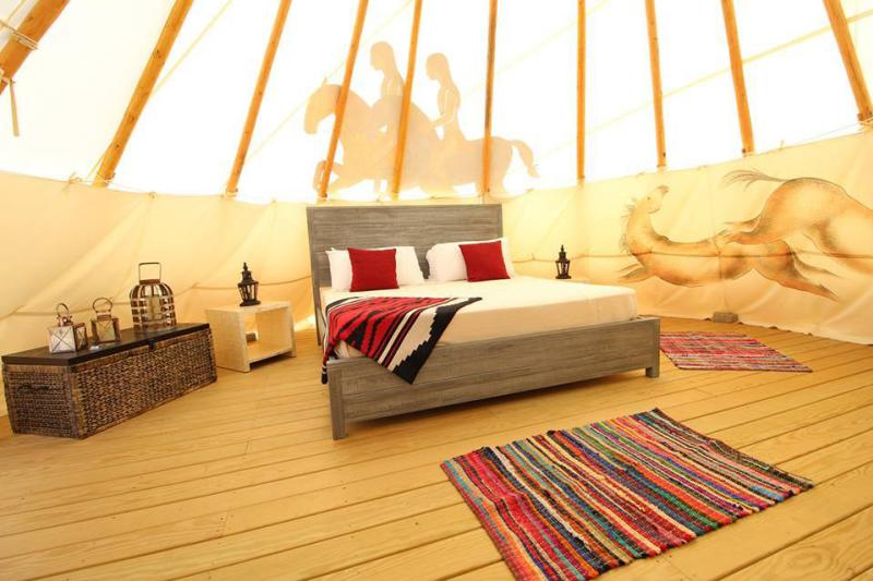 mountain-horse-farm-naples-interior-tipis