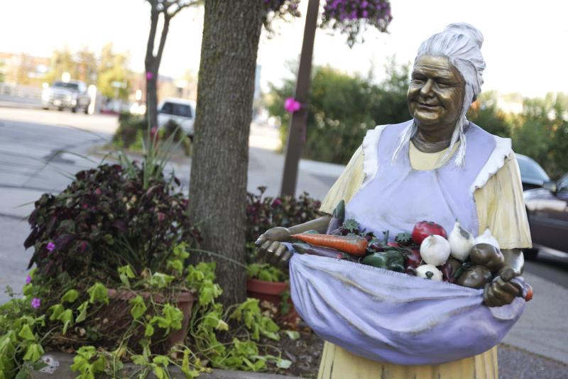 Sculpture Tour - Grandma - Photos by Andrea Paulseth / Volume One