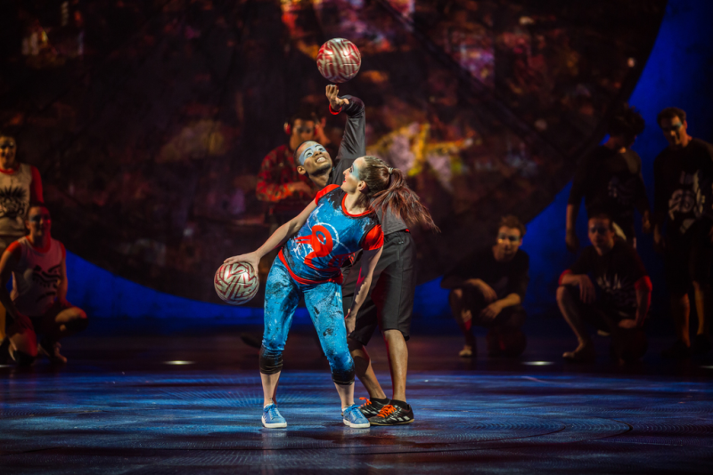 Performers in Luzia