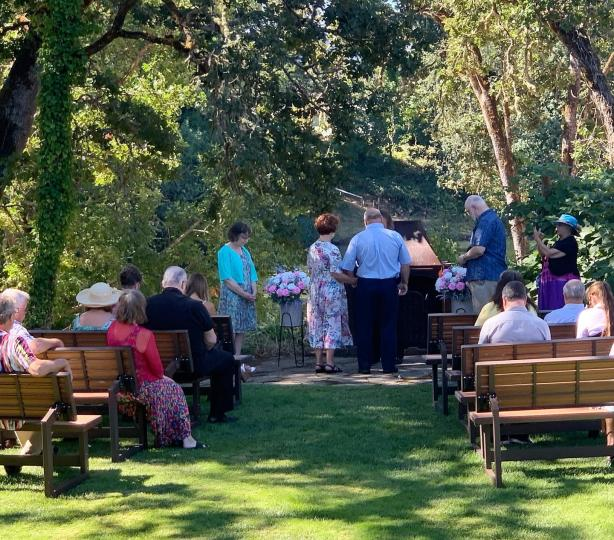 Wedding on the lawn at Knostman Family Winery