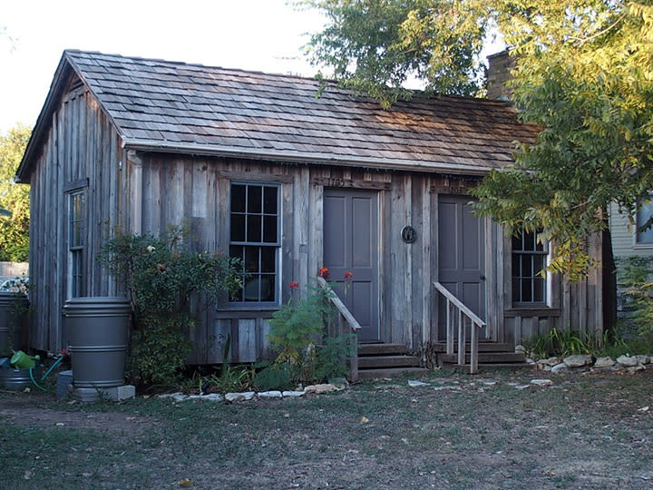 exterior of historic Hezikiah Haskell House in austin texas