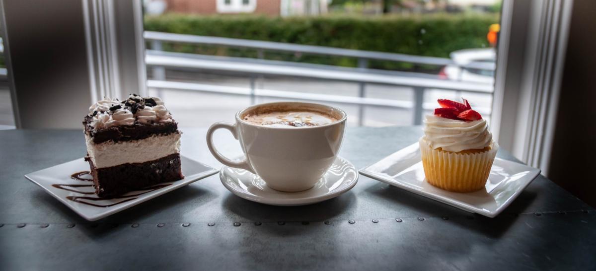 desserts-etc-bakery-hershey-cupcake-cake-coffee