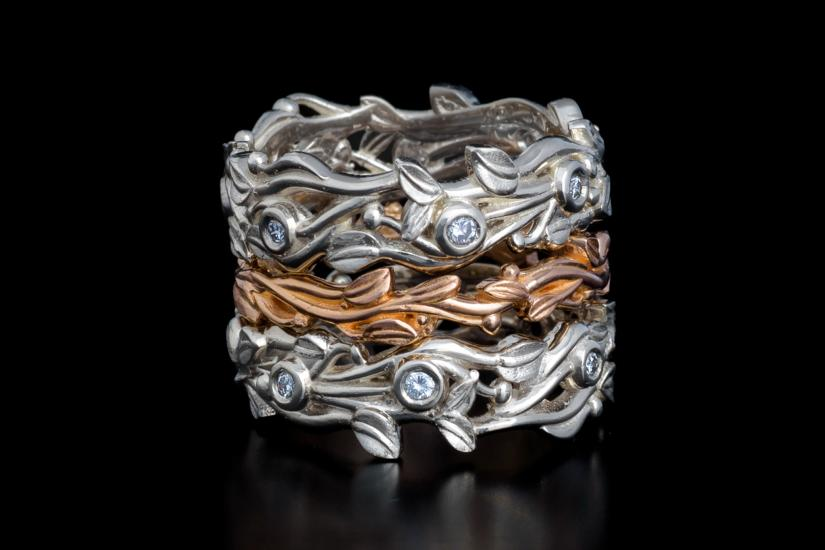 A custom-designed silver and gold wedding ring at Juvelisto