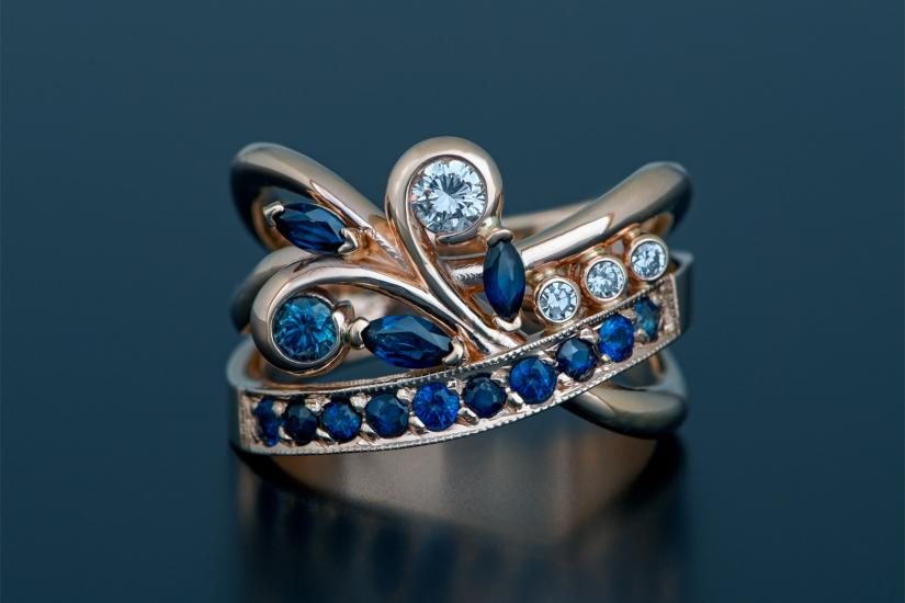 A sapphire and diamond ring at Juvelisto