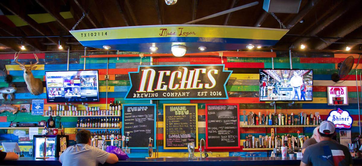 Neches Brewing Company bar