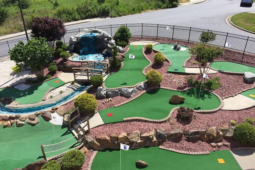 Bo's Family Entertainment Putt Putt Course