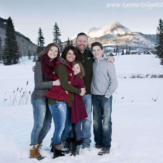 Family_hugging_by_Photographers_in_Durango_CO