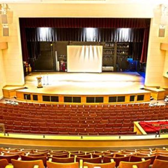 Ft_Lewis_Concert_Hall_abanich_01_WEB