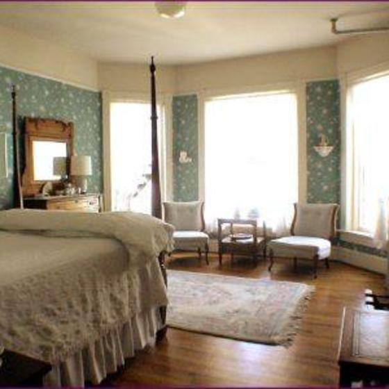 Gable_house_bedroom