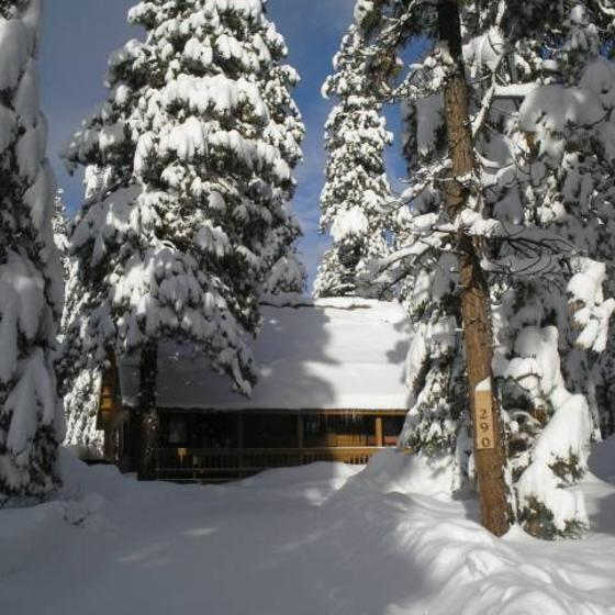 Mackey_Log_Cabin_in_a_Winter_Wonderland