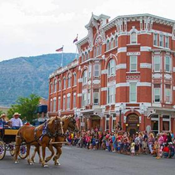 StraterParade400x300