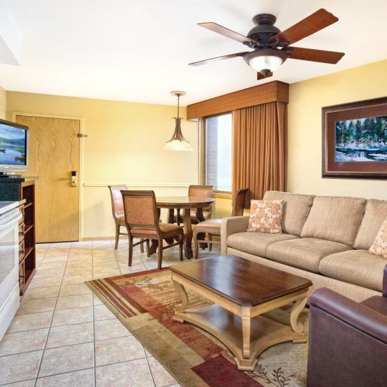 durango-co-wyndham-durango-one-bedroom-kitchen-living-dining-area-400x300.png
