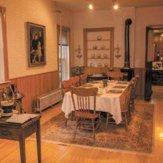 gable_house_dining_room