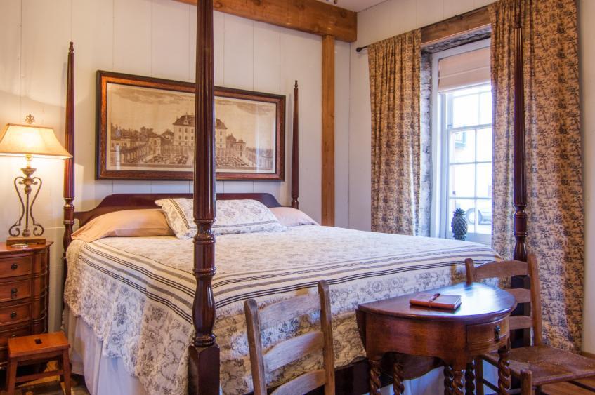 Boone's Colonial Inn