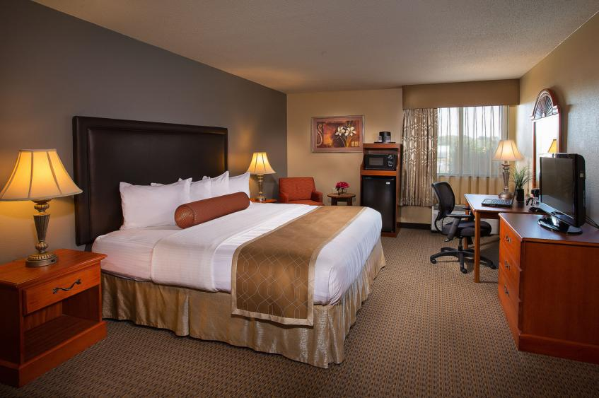 KING GUEST ROOM - BEST WESTERN PLUS SAINT CHARLES INN