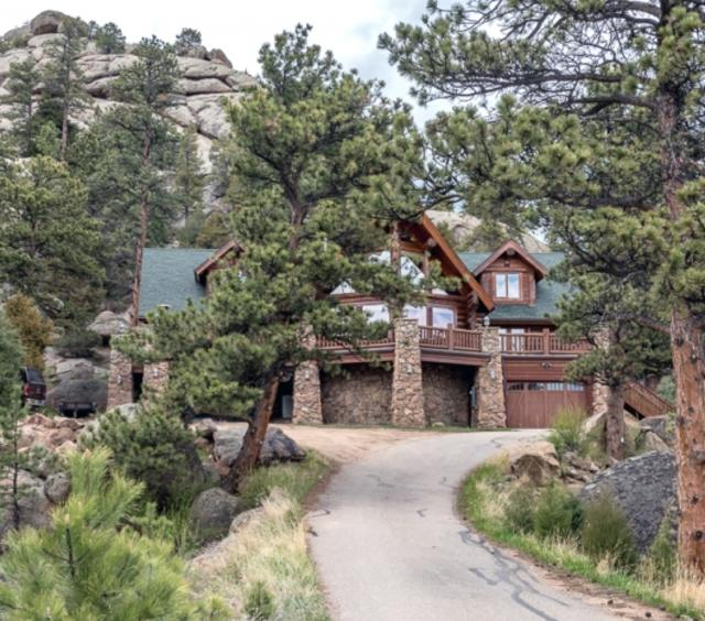Ultimate Escape in the Rockies Log Home