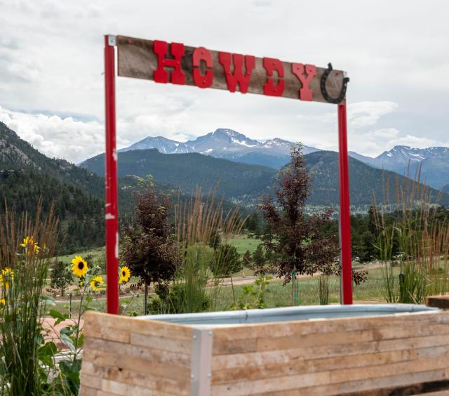 Howdy sign with view