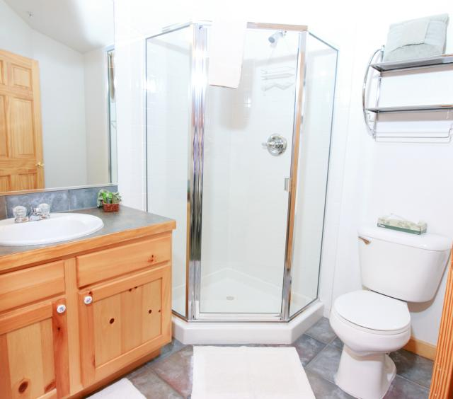 Bugle Pointe Upstairs Bathroom