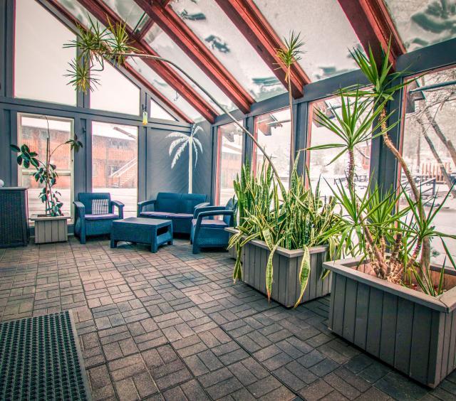 River_Pool Lounge