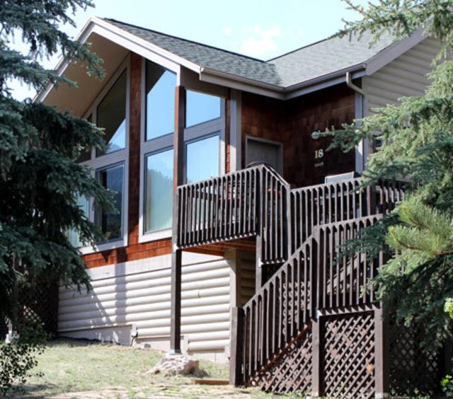 Exterior of Sunnyside Knoll Cabin