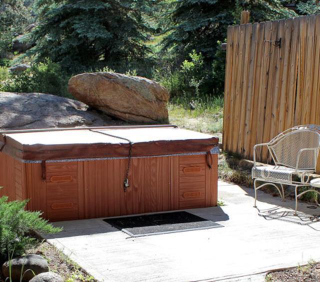 Hot Tub at Sunnyside Knoll