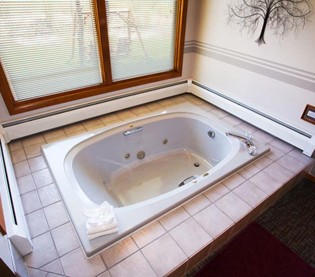 Spa Suite Tub
